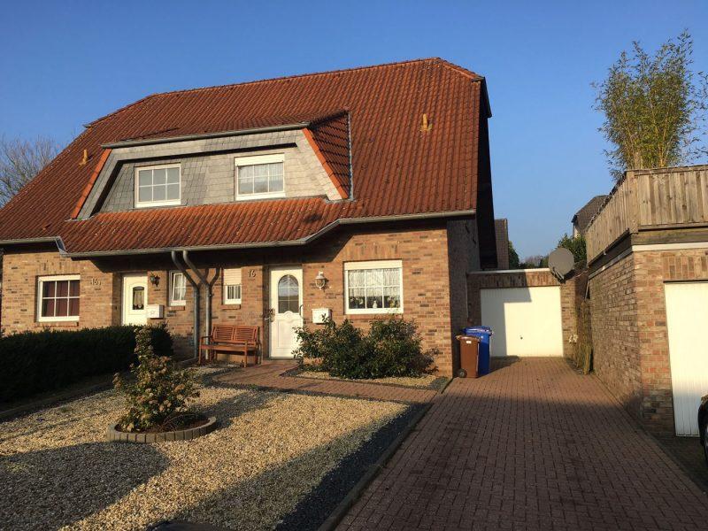 Doppelhaushälfte – klassisch solide und gut – kleiner Terrassengarten – Niederkrüchten Zentrum., 41372 Niederkrüchten, Doppelhaushälfte