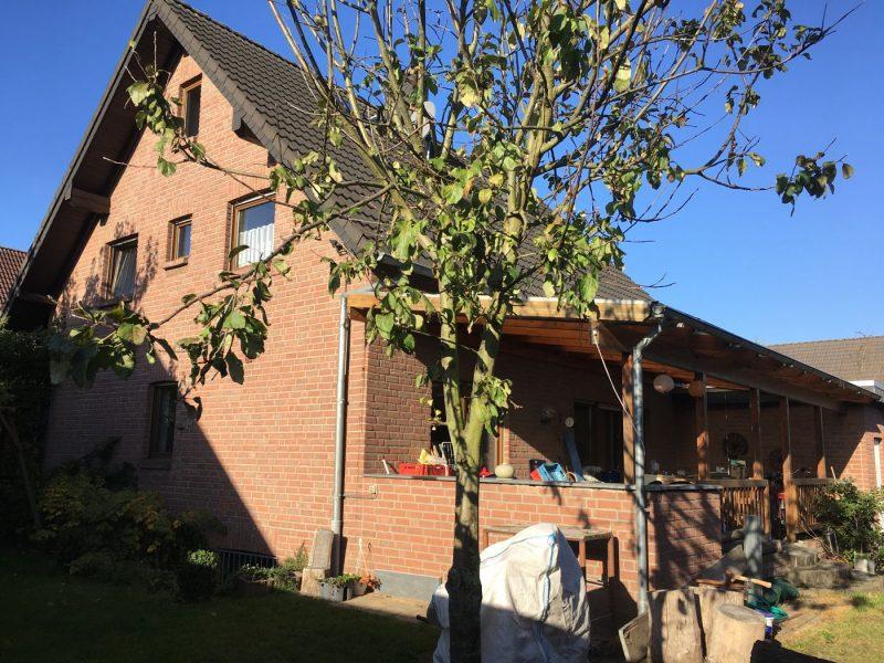 Freistehendes Wohnhaus mit Keller und großer Garage in guter Wohnlage von Niederkrüchten-Elmpt, 41372 Niederkrüchten, Einfamilienhaus