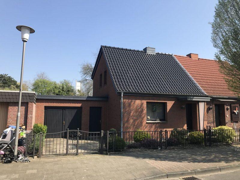Willich – Zentrum: Schöne kleine Doppelhaushälfte mit großer Garage & Garten-ruhige Anliegerstraße., 47877 Willich, Doppelhaushälfte