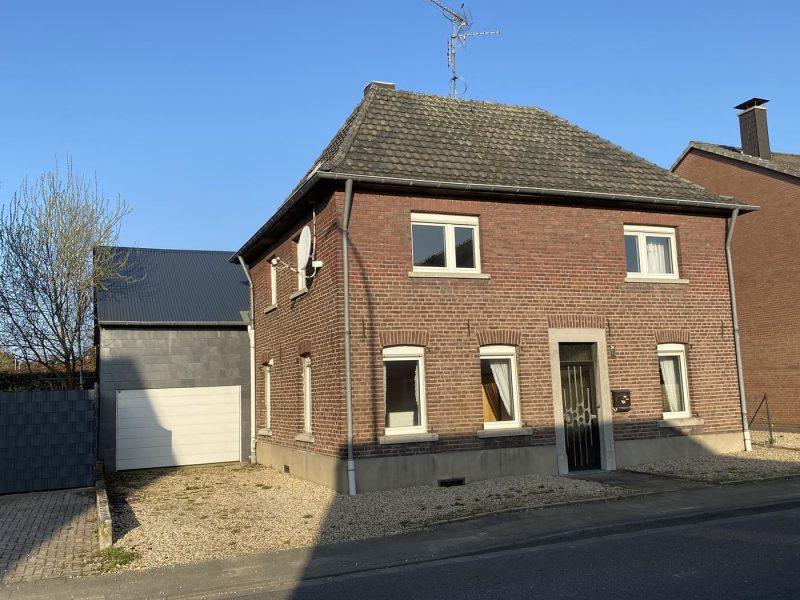 Sanierungsbedürftiges Haus mit Scheune in Zentrumslage von Niederkrüchten., 41372 Niederkrüchten, Einfamilienhaus