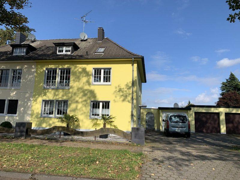 VIE-Dülken: Zweifamilienhaus + drei Garagen auf 1156m² Grundstück, OG vermietet, Erdgeschoss frei, 41751 Viersen, Zweifamilienhaus