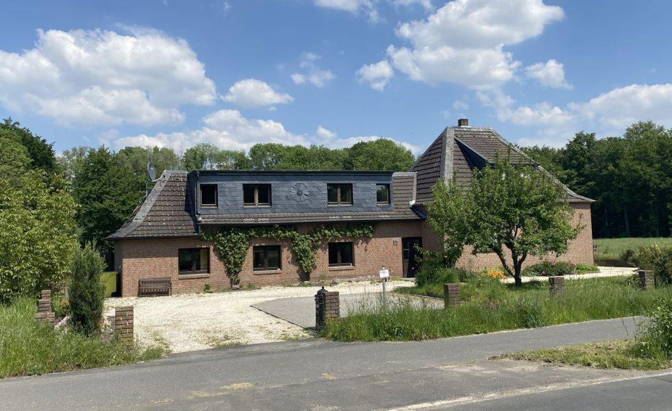 Zweifamilienhaus in Rand- und Alleinlage von Nettetal-Breyell, 41334 Nettetal-Breyell, Einfamilienhaus